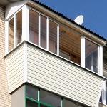 Внешняя отделка балкона сайдингом: Белый