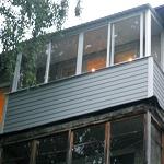 Внешняя отделка балкона сайдингом: Серый
